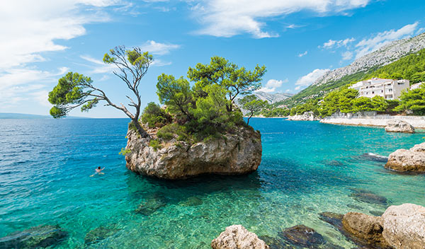 Känd sten i orten Brela, Kroatien